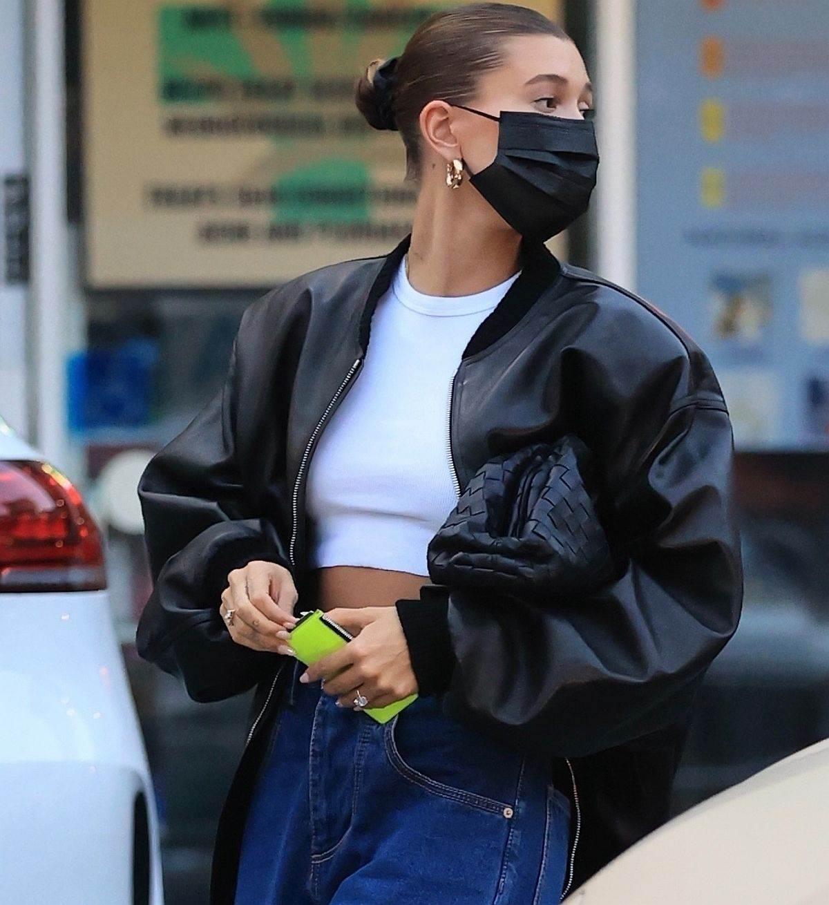 Crna kožna jakna Hajli Biber