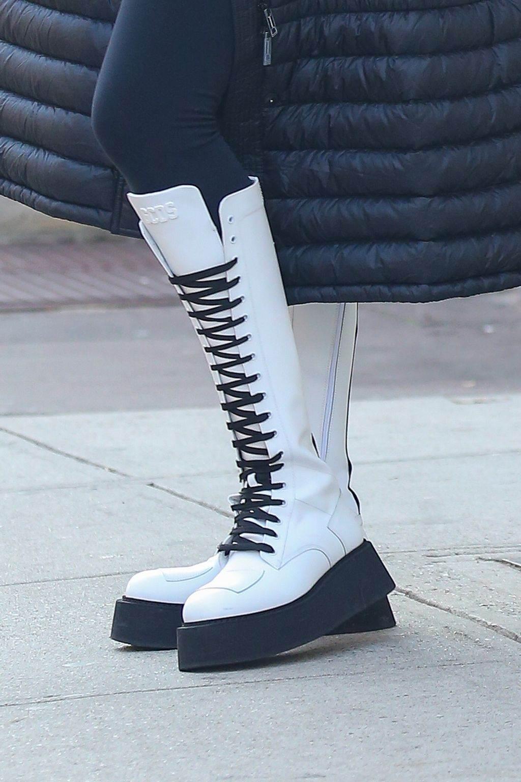 irina sajk moda stil kombinacija cizme