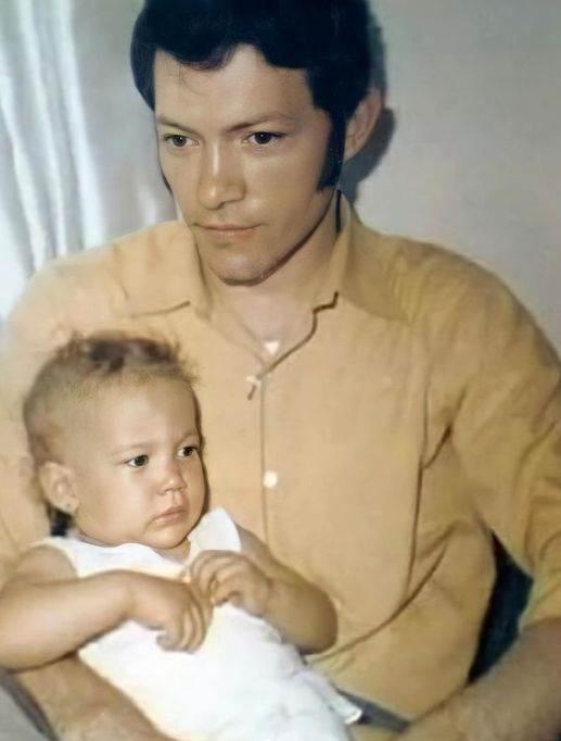 Dženifer Lopez kao beba sa ocem