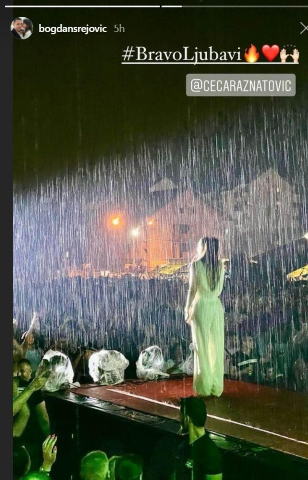 Ceca peva na kiši