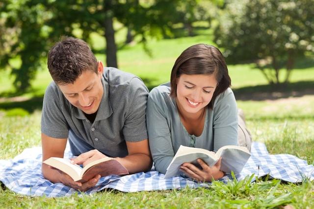 muskarac i zena citaju knjige 0138505578
